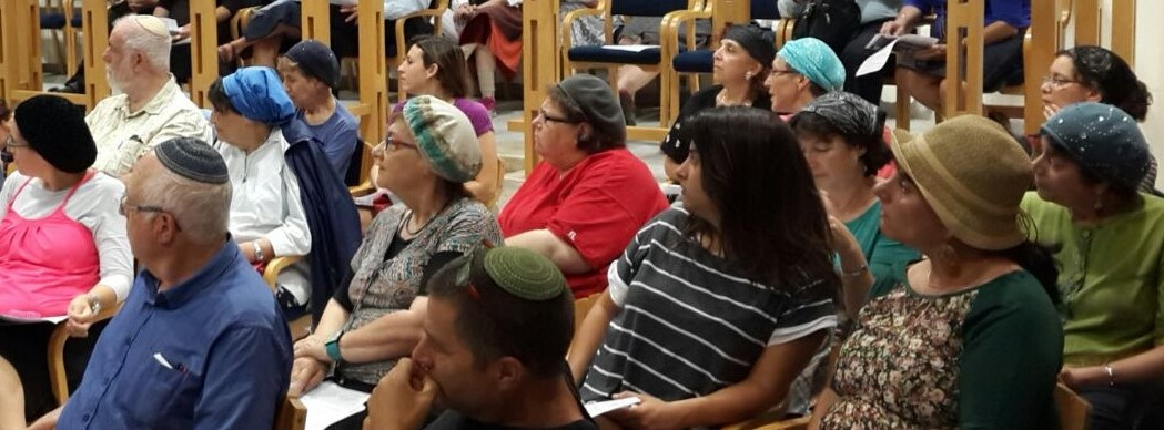 Community shiur crowd shot (1)
